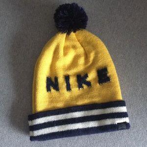 Nike skate Sb beanie pom pom hat navy gold